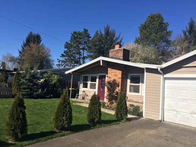 French room and Breakfast - Beaverton - Bed & Breakfast