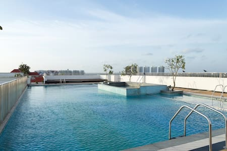 Travelers can book any time with 24 hr servie. Kochi Marine drive fully furnished including eletronics and cooking facility. Area-2536 s ft facilities like swimming pool, health club souna rooms. Suitable for family get together/marriage functions.