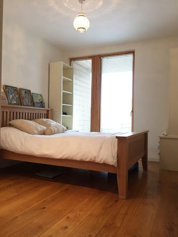 Bright Bedroom in Modern Apartment - Dublin - Apartemen