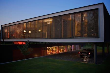 Prachtige moderne villa architect met grote tuin - Breda