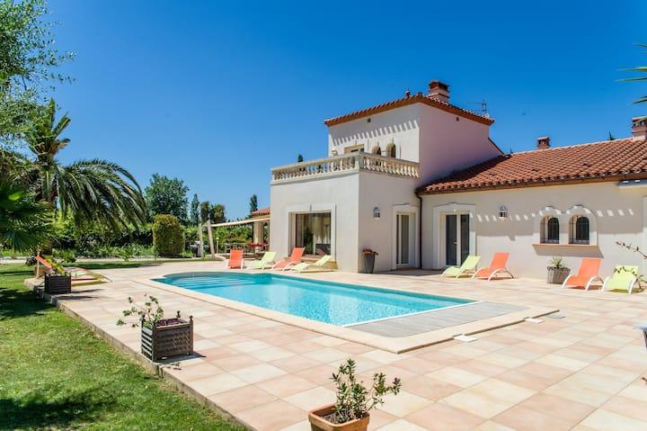Chambre tout confort vue piscine et jardin