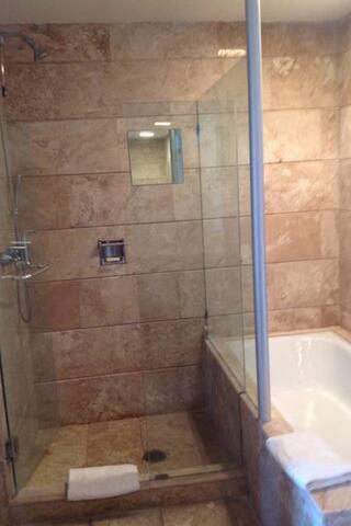 Baño segundo cuarto.