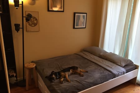 Quiet Room - Best Location in SF - San Francisco - Townhouse