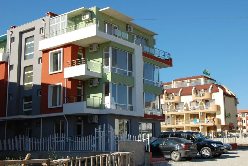 Apartament znajduje się w niewielkim kompleksie Azalia