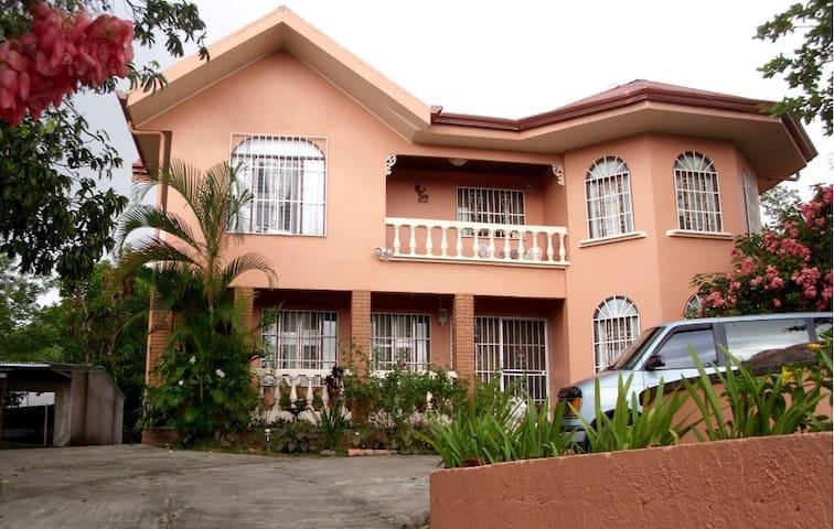 Quinta Villa Flores - Miramar - Casa