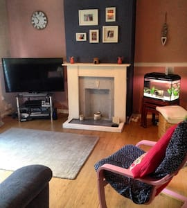 Lovely 3 bed house. Sleeps 5. RWC15 - Cardiff - Haus