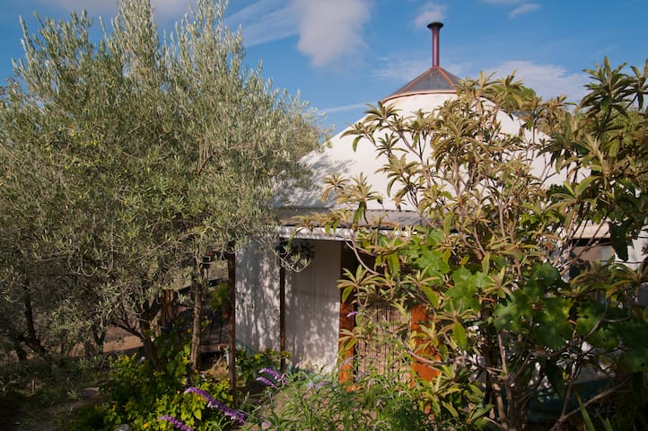 Charming Yurt with spectacular mountain views - Lanjarón