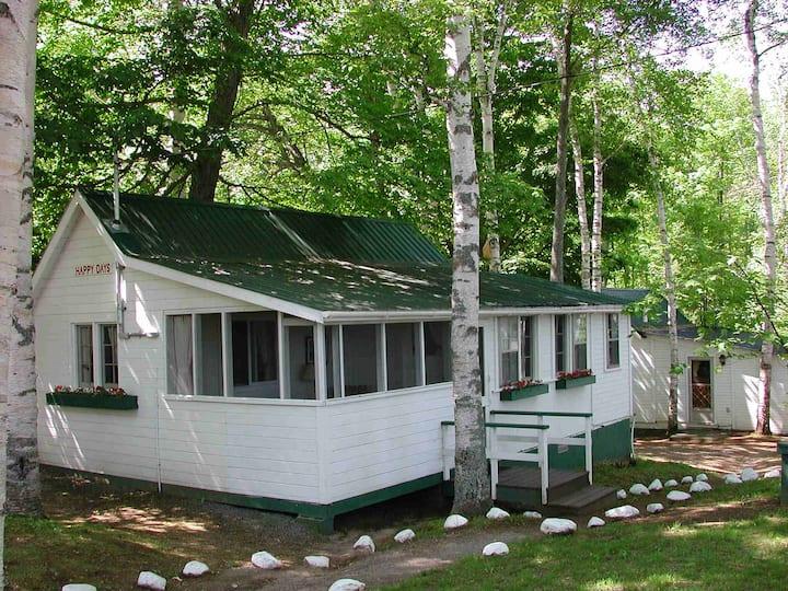 Happy Days Cottage at Birch Cliff Lodge