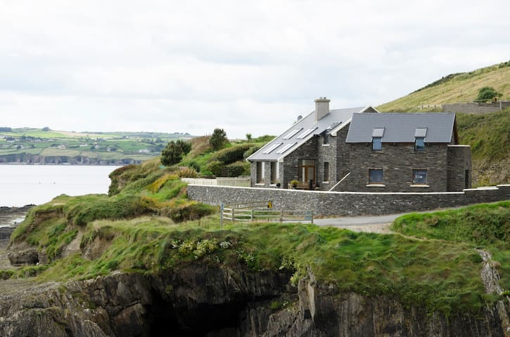Beautiful Ocean Front Retreat - Clonakilty