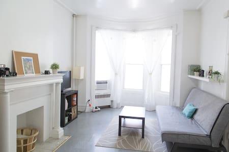 Convenient, charming, & airy studio