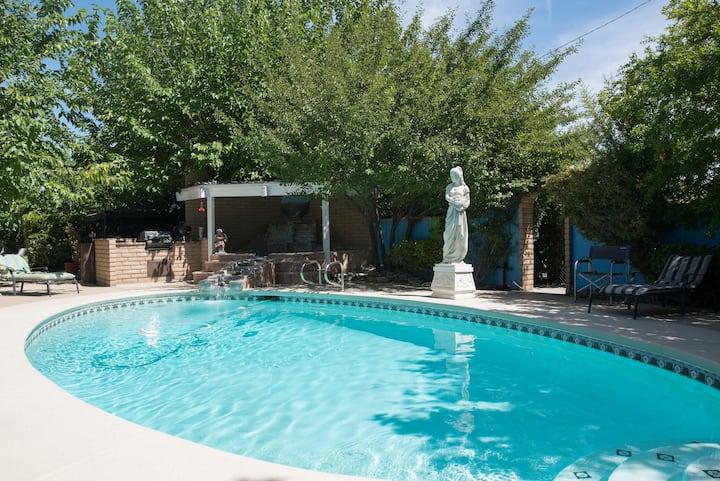 Relaxing peaceful Resort-Oasis Pool Golf Spa Games