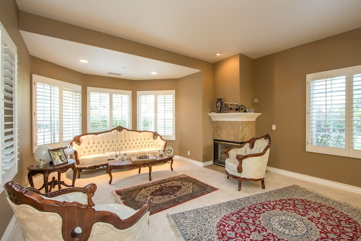 Luxurious Guest Room in Upland
