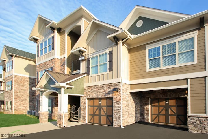Beautiful Gated Community - Louisville - Apartment