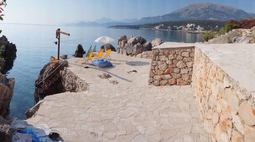 Вилла 1 линия c собственным пляжем и бассейном! - Бар - Villa