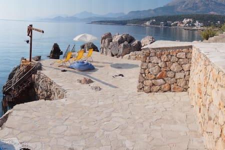 Вилла 1 линия c собственным пляжем и бассейном! - Бар - Willa