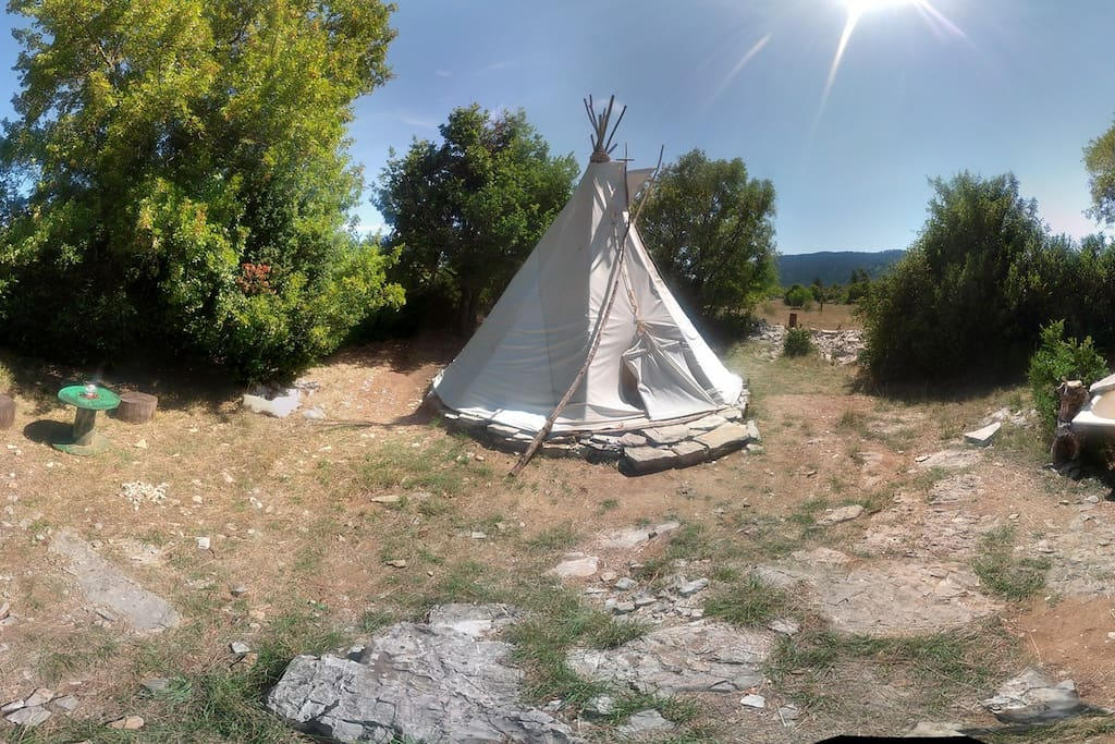 tipi confortable tipis louer montdardier languedoc roussillon france. Black Bedroom Furniture Sets. Home Design Ideas