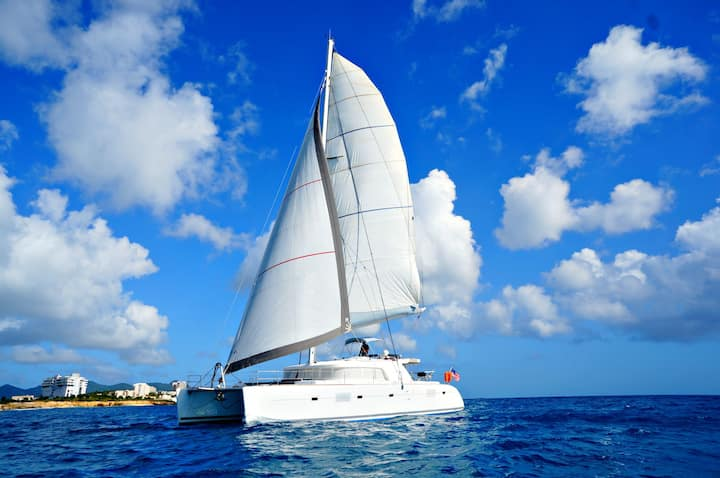 Sail the BVI's on a luxurious crewed catamaran!