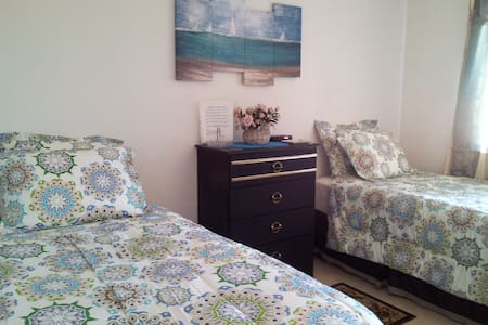 Twin beds in comfortable room - Hesperia