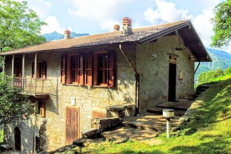 casa di montagna - bracca - บ้าน