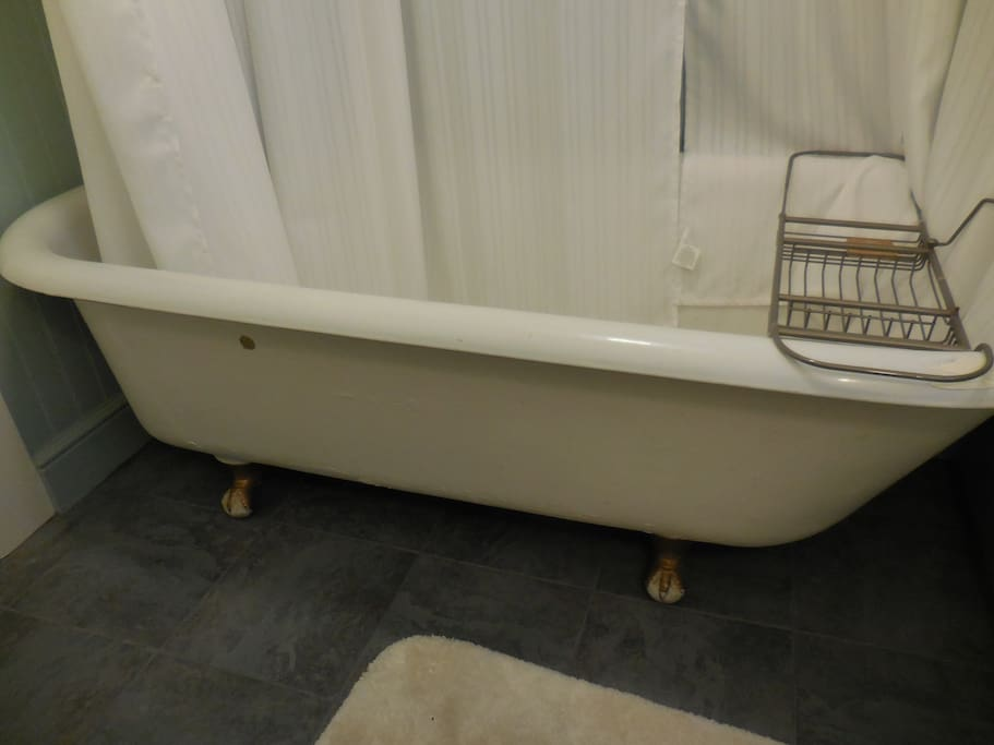 Claw foot tub.