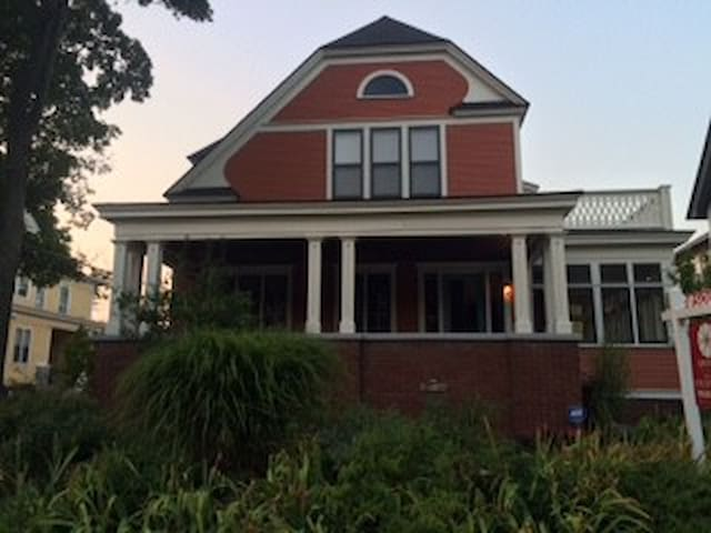 Historic home 1 mile from downtown - Grand Rapids - Apartment