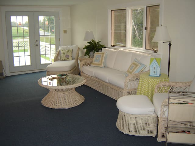 Stay on the Lake! 2bd on the Water, Lg Deck, W/D - Grand Isle - Daire