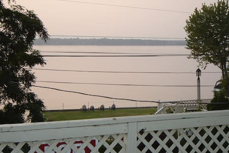 Stay on the Lake! 2bd on the Water, Lg Deck, W/D - Grand Isle - Apartment - 2