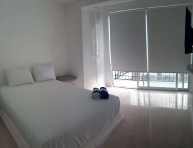 Habitación cama Queen Size con balcón
