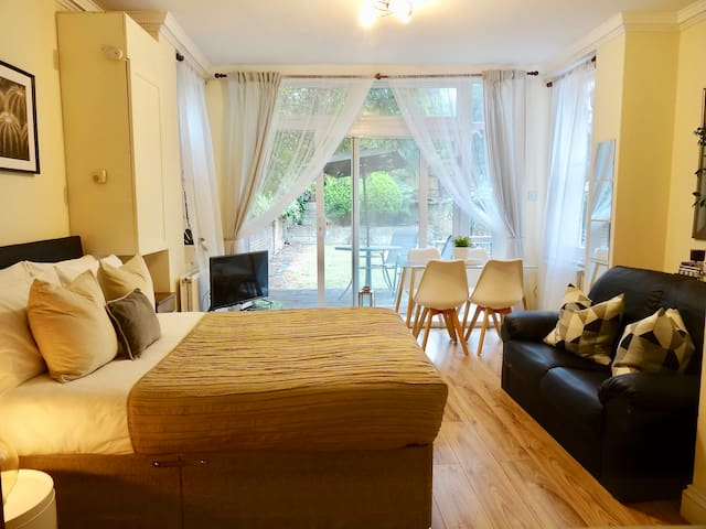 Sunny, Garden Double Room Centrally located
