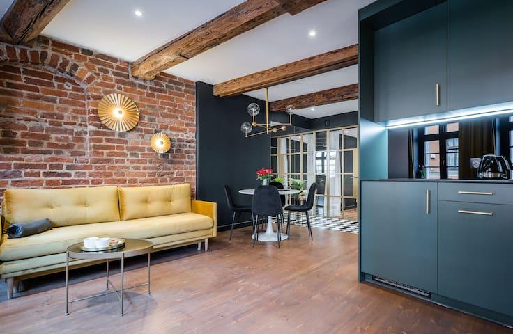 1555 Apartment III
