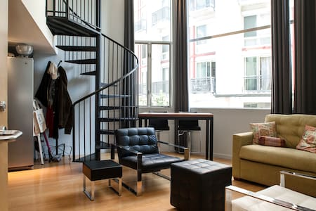 Room type: Entire home/apt Property type: Loft Accommodates: 2 Bedrooms: 1 Bathrooms: 1