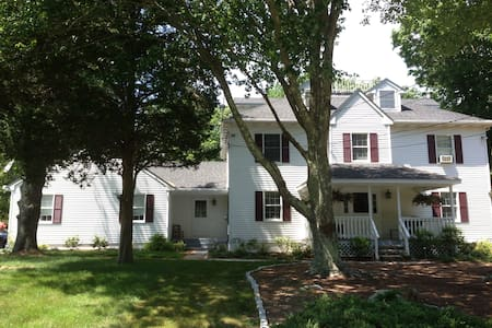 Charming home near Mystic/Casinos