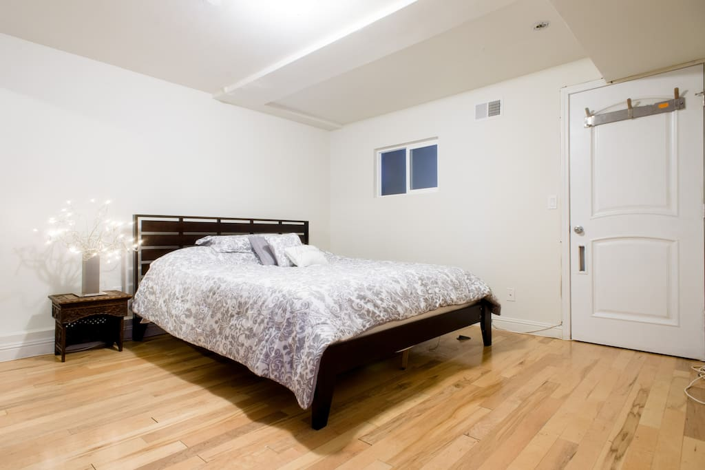 Main bedroom w/ Cal-King bed.