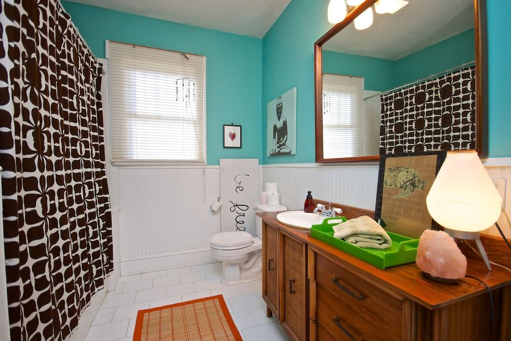 Bath - large, fresh, and clean