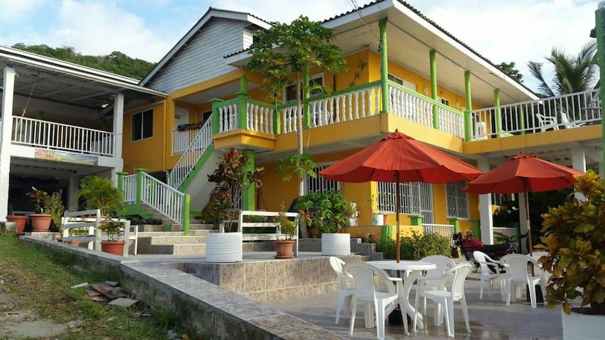 Posada Enilda - Providencia Isla - Bed & Breakfast