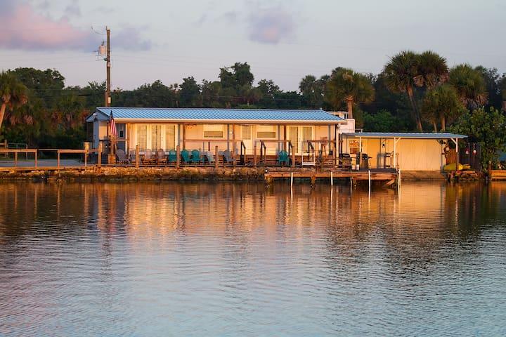 Waterfront cabin & dock sleeps 4 - Oak Hill - Cabane