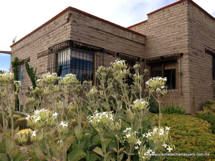 Casa de adobe a 17 minutos de sma cottages for rent in for Piani casa adobe hacienda