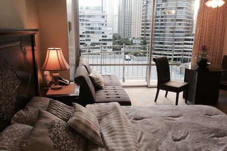 Waikiki Apartment, Ocean Front - Honolulu