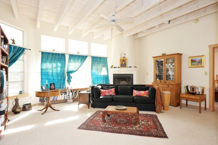 High Desert Home with nature trails from your door