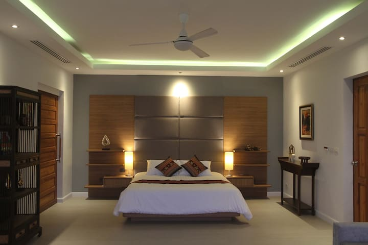 Master Bedroom Suite w Walk in Closet and Bathroom w Sea View