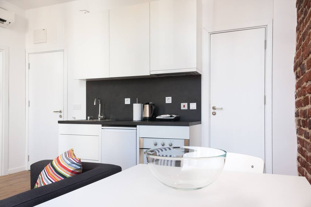 The kitchenette is fully equipped with an oven, electric hob, toaster, electric kettle, cutlery, crockery and cooking utensils.