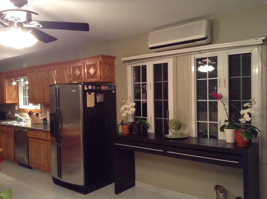 cuisine et salle à manger à aire ouverte