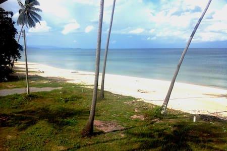 """The Waves""- A New  Beachfront Home - Khanom - Hus"