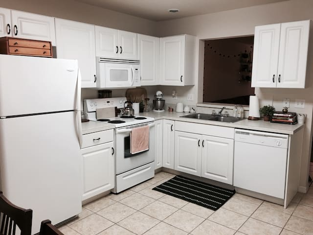 Charming townhouse near UF & stores - Gainesville - Apartment