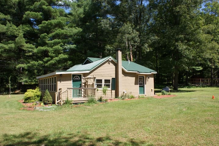 Farm House near lakes and mountains - Montague Township - Hus
