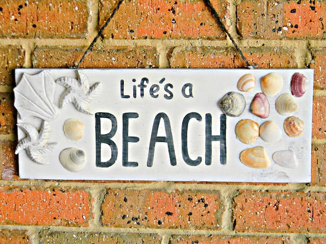 'LIFE'S A BEACH' - is DOG friendly - Tura Beach - Apartamento