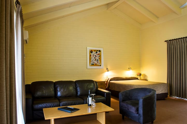 Upstairs Suite - Corowa