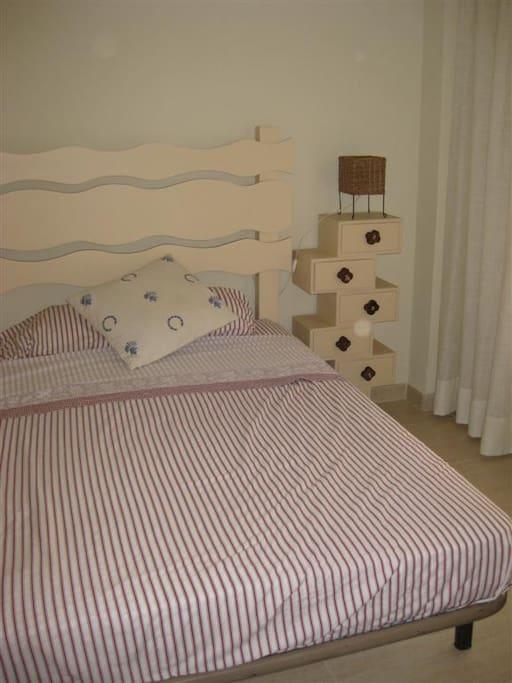 Habitacion invitados, cama 1,35 m.