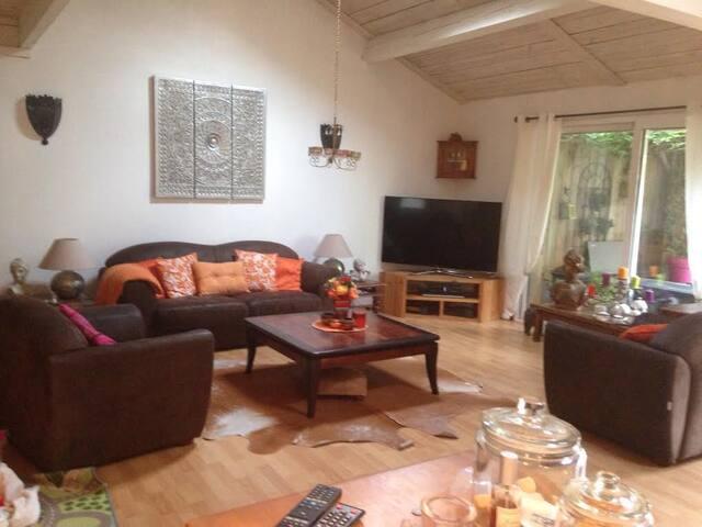 votre chambre sdb privée,petit dej - Bordeaux - Bed & Breakfast