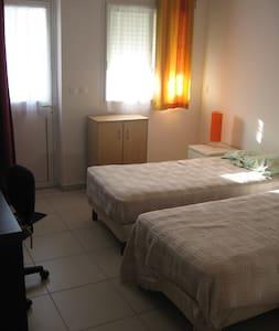 chambre indépendante dans maison - Saint Andre - Dům